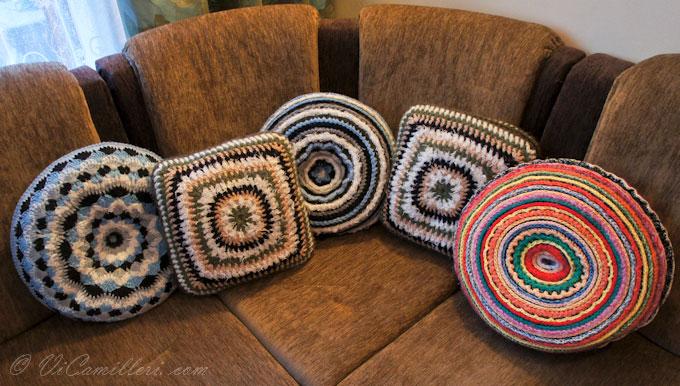 Диванные подушки из остатков пряжи