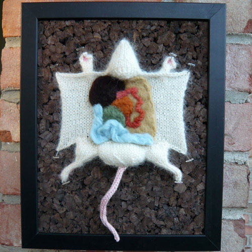 Вязаная препарированная мышь
