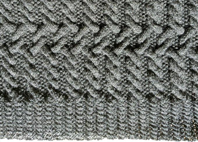 Мужской кардиган с воротником шаль связан спицами узором с аранами