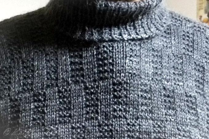 Мужской свитер спицами узором из лицевых и изнаночных петель